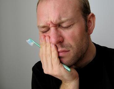Mal di denti: cause, sintomi e rimedi omeopatici