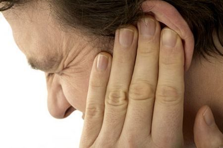 Mal d'orecchio, sintomi e rimedi omeopatici
