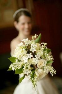 Bouquet da sposa  con stehanotis floribunda